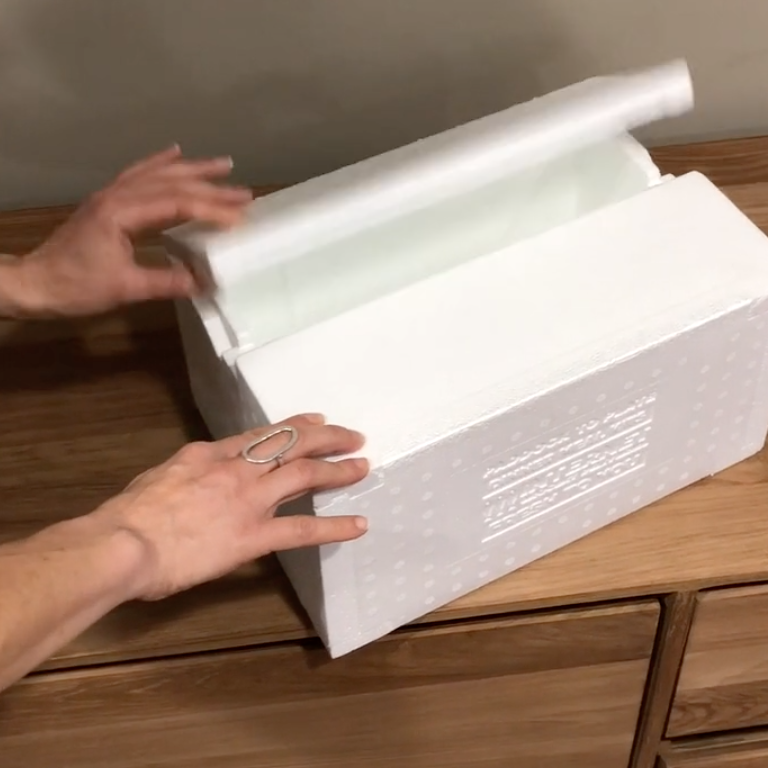 Open and closing of fold-flat ICEE box